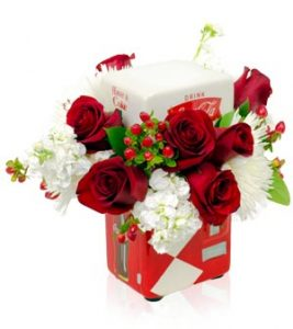 KG1654_COKE_VENDING_MACHINE_FLOWERS_RED_ROSES_WHITE_STOCK_MUMS