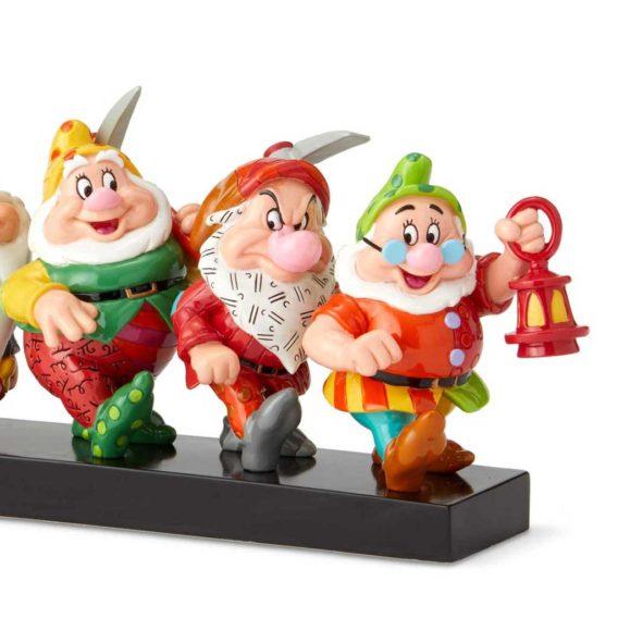 Seven Dwarfs on Log